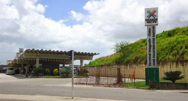 Ônibus na estação Cabo - Terminal Integrado (SEI)